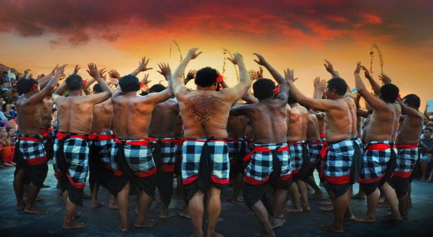 Dance Kecak Uluwatu Bali group