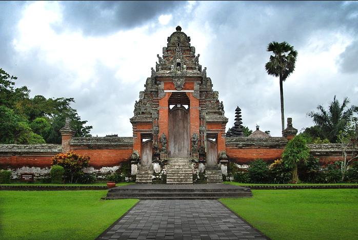 Taman Ayun Temple bali gate