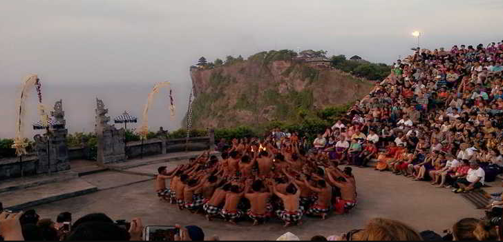 Tari kecak Uluwatu Temple Bali