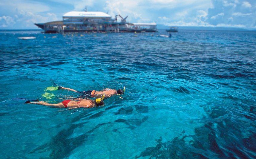 quicksilver snorkel couple