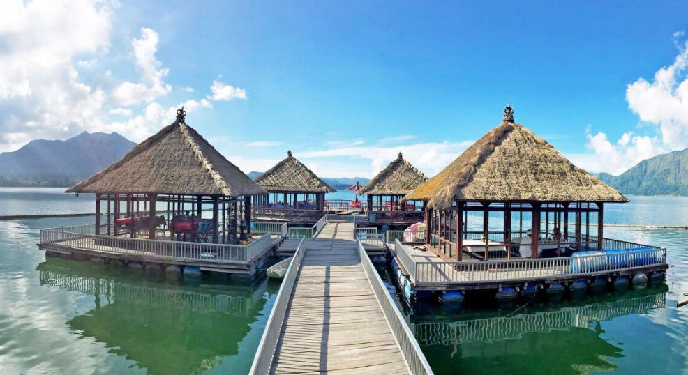 the floating resto of Kintamani road