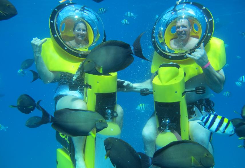 Bali underwater scooter couple
