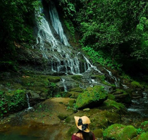Goa Giri Campuhan Waterfall woman