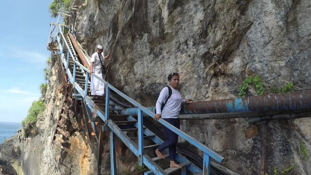 Guyangan Cliff Springs Nusa Penida stair