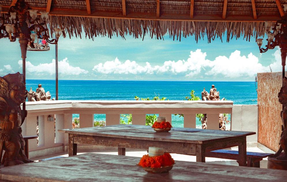 Hotel Tugu Bali beach