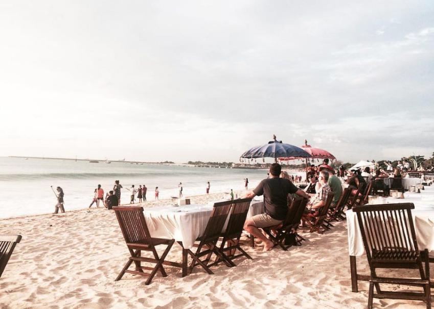 Jimbaran beach bali many people