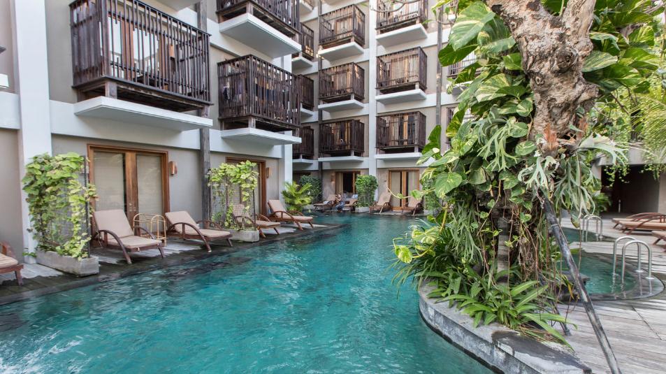 Oasis Lagoon Sanur swimming pool morning