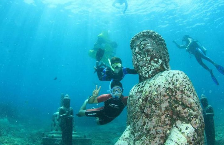 underwater temple of Pemuteran Bali man