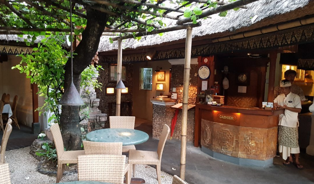 poppies restaurant kuta