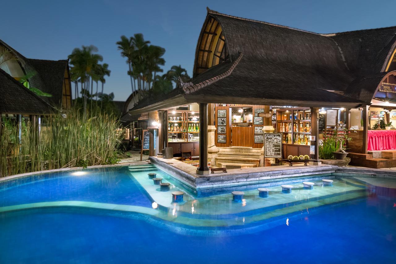 villa lumbung hotel seminyak bali swimmingpool 4